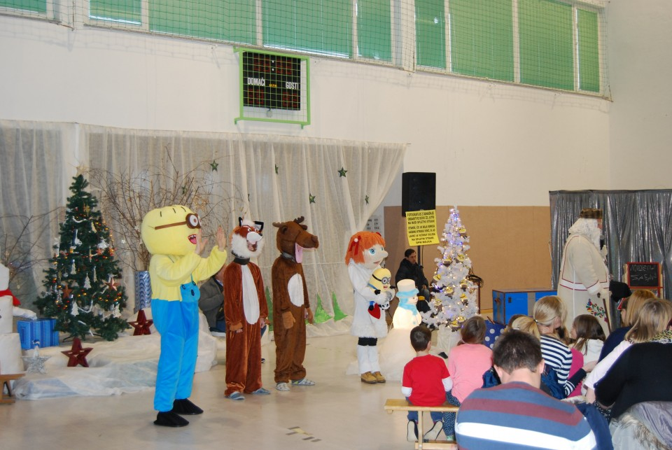 Dedek Mraz in novoletna proslava - foto povečava