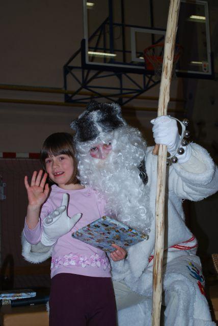 Dedek mraz v trzinski telovadnici_dec 2010 - foto