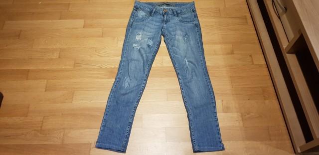 Jeans hlače Stradivarius 34 - 5€