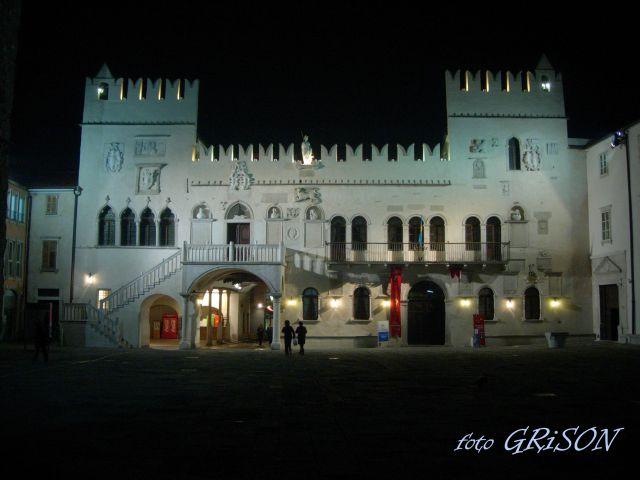 Koper, Titov trg ponoči