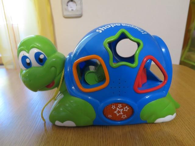 Pojoča želvica, delujoča, cena 2€.