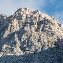 Montaž. Z rdečo črto je označena Pipanova lestev na pti na Montaž.