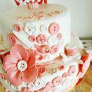 Torta z gumbki za šiviljo