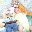 Jan z medvedkom ki ga je dobil kot prvo igračo od tete Maje