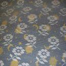 Še ena zavesa, le da je slikana samo za vzorec in je na pisanem pregrinjalu (: