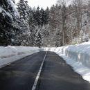 Zdaj s soncem obsijana, zdaj skoz led in sneg speljana, takšna nam je pot življenja, ko