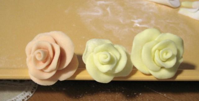 Izdelava rožic za torto - vrtnica - foto