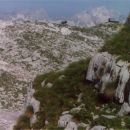 Koča na Prehodavcih z bivakom z vzpetinice nad Rjavim jezerom (pod steno Poprovca)