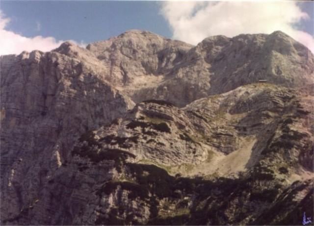 Pogled z Zadnjiškega Ozebnika Od leve: Vršac in Kanjavec z grebenom do Poprovca. Spodaj