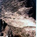 Rjavo jezero. Zadaj desno greben Lepega Špičja.