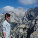 Pogled z Vršaca na Triglav. Desno Kanjavec.
