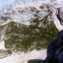 Pogled iz stene na prvo jezero pod Vršacem in proti Triglavu