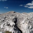 Po grebenu naprej, proti Poprovcu