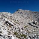 Pogled na prvi hrib v grebenu. Kanjavec je bolj desno in se ne vidi.