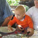 takole pa se je sladkal Natašin najmlajši.