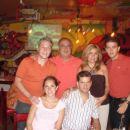 La familia completa en Ernies Tomatoes. Dani, Miguel, Adriana, Luigi, Pau y Rod. 2006 JUL