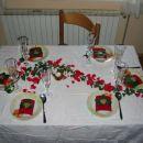bršljan-simbol večne ljubezni in življenja, riževa zrna-sreča in bogastvo, lističi vrtnic-