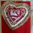namesto običajne poročne blazinice-lectovo srce, nanj prilepljena okrasna blazinica s trak