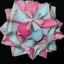 krogla narejena iz 12 kusudami rožic