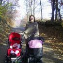 Nina z dvema princeskama...Vadi za bodoče dvojčke..ha,ha,ha,ha...