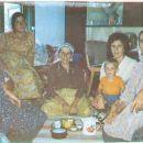 Davnašnja slika kad se bilo mlado a kahva cijenjeni napitak. Mama, strine i snahe na kahvi