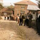 Prije više desetina godina ispraćao se na hadž Ibrahim Salkić. Narod se okupio duž puta pr