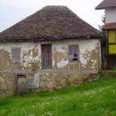 Kuća dobrog hadžije Mehe Meheljića koji je davno odselio sa ovog svijeta. Susret stare i n