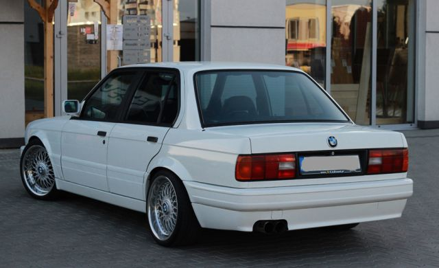 BMW e30 4 vrata - foto