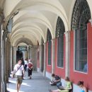 Študenti na plaza mayor uporabljajo free wifi...