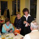 Članive TD Trebnje, so pridno prodajale srečke kar med mizami.