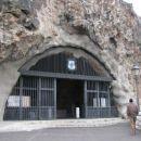 Cerkvica v skali.