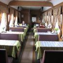 Prazen vagon z restavracijo.