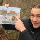 Tukajle smo-Martin je od prijazne prodajalke dobil zemljevid.