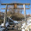 Pot do vrhnega tempeljcka - dvosmerni promet - ocitno je v sezoni guzva obupna.